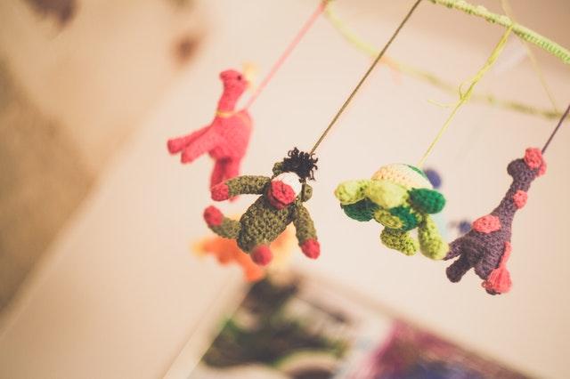 бебешки играчки за легло