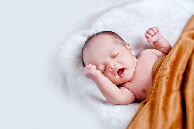 Какво да подарите на новородено?